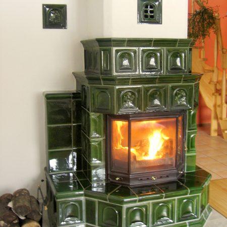 kominek z kafli zielonych